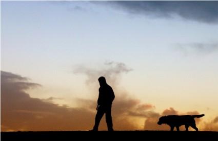 Šetnje s psom sjajne za opće zdravlje čovjeka