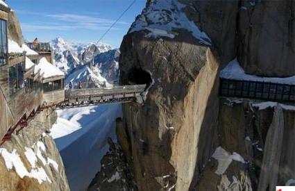 aiguille_du_midi_bridge.jpg