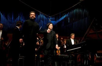 Lovro Pogorelić i maestro Tang s filharmoničarima