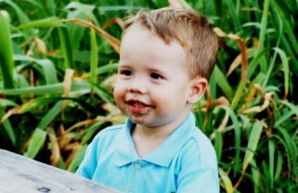 Djeca često dok su mala trpaju zemlju i pijesak u usta