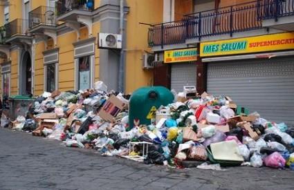 U Napulju se opet gomila smeće