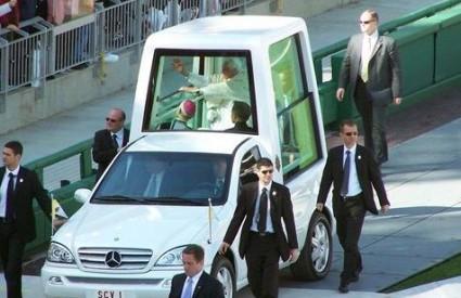 Papa u svom vozilu za vrijeme posjeta Washingtonu