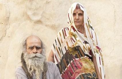Kailashu je supruga zaprijetila izbacivanjem iz postelje ako se ne opere, ali je nakraju morala popustiti