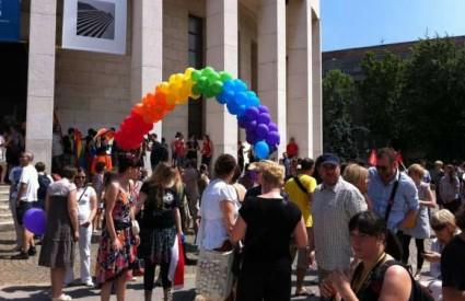 ZG Pride  - okupljanje pred Džamijom
