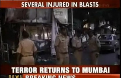 Tri eksplozije potresle Mumbai