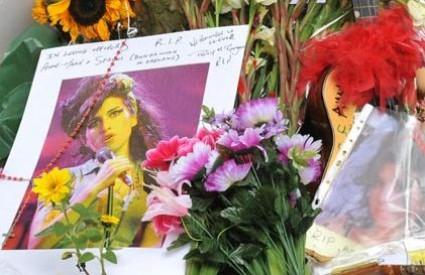 Obožavatelji ne mogu preboljeti preranu smrt pjevačice