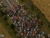 Gledateljica uzrokovala spektakularan sudar na Tour de Franceu