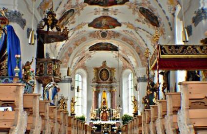 Crkva gubi potporu?