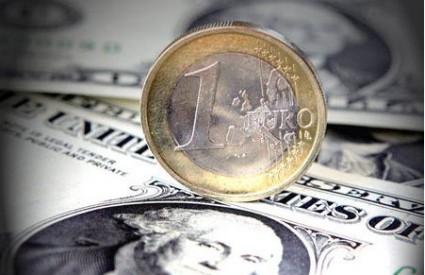 Dolar stalno jača