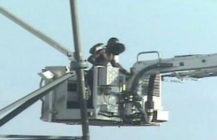 Mladić je napokon odustao od odbijanja spašavanja nakon 6 dana na vrhu tornja