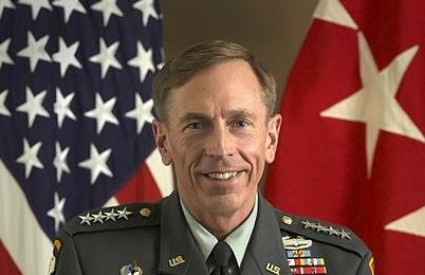 Bivši odlikovani general, šef CIA-e i preljubnik