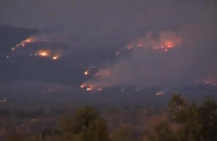 Požari i dalje bijesne dolinom Neretve