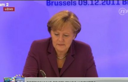 Angela Merkel upozorava