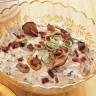 Umočite čips u slasni umak od gljiva i slanine