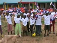Klinci iz Tanzanije pjevaju himnu Hajduka