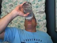 Strusio litru votke u 15 sekundi!