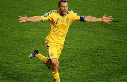 Andrij Ševčenko postigao je oba gola za Ukrajinu