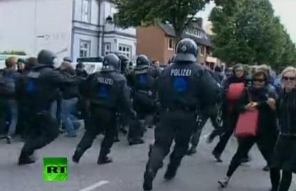 Specijalne snage policije u naletu