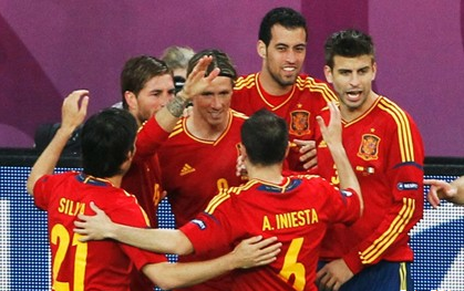 Pogotke za Španjolsku postigli su Torres u 4., David Silva u 49., ponovno Torres u 70. te za konačnih 4:0 Fagregas u 83. minuti