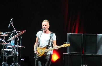 Sting je večeras bio u rockerskom izdanju