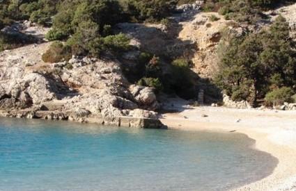 Plaža Sv. Ivan je podno Lubenica