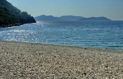 Predivna šljunčana plaža u Zatonu dubrovačkom