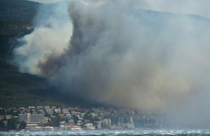 Selce obavijeno dimom požara
