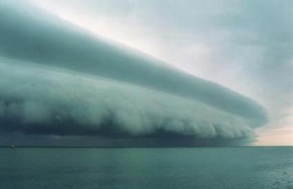 Tropska oluja Isaac ispred Floride