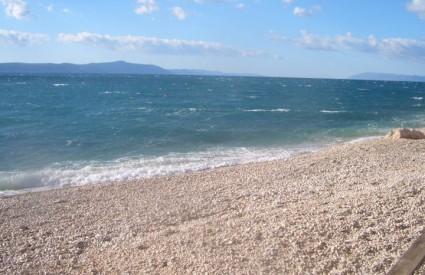 Krasna šljunčana plaža u Maloj Dubi