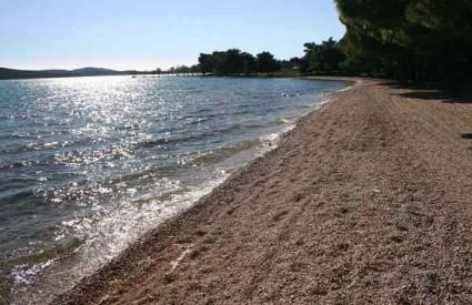 Prelijepa plaža Lolić u Pirovcu
