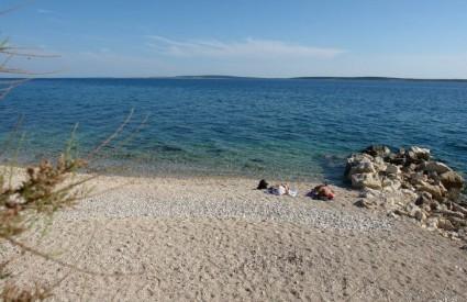Plaža u mjestu Mandre na Pagu