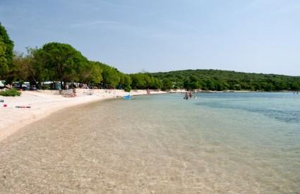 Odlična šljunčana plaža u uvali Veštar