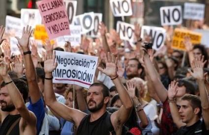 Madriđani su okružili parlament