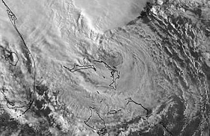 Superoluja Sandy nad Bahamima