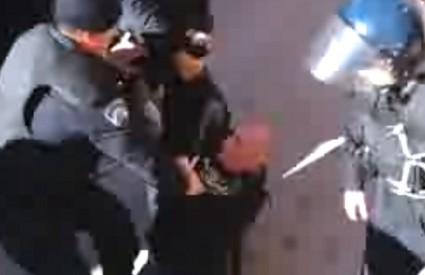 Policija privodi aktiviste