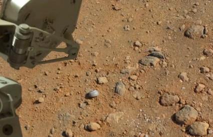 Smeće na Marsu ili ostaci nečeg .. zanimljivog?