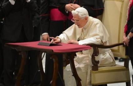 Papa se povlači!