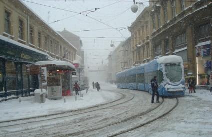 Mala škola vožnje po snijegu