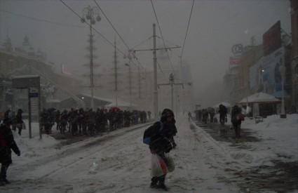Trg bana Jelačića zameten snijegom