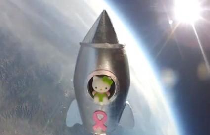 Hello Kitty 28.5 kilometara iznad zemlje