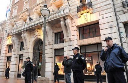 U Rijeci je policija čuvala gradsku vijećnicu