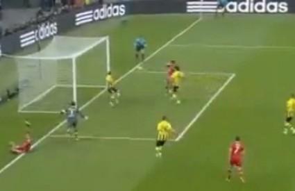 Mandžukić zabija prvi gol za Bayern