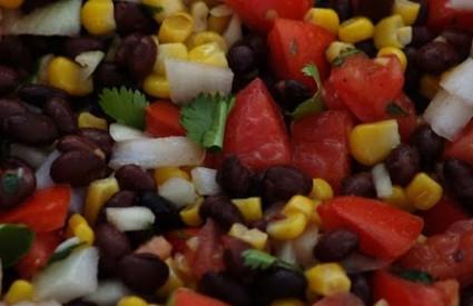 Salata s hrenovkama za doručak
