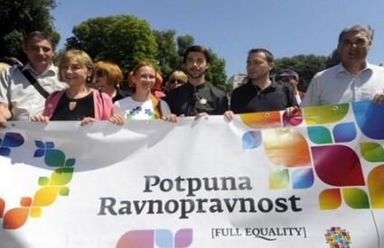 LGBT udruge raspalile po Bauku i Vladi