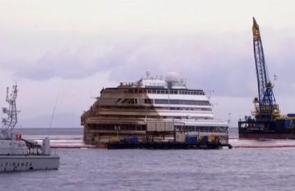 Costa Concordia nakon odsukavanja