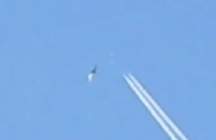 Ovo sigurno nije avion .. ono dolje, naravno :)