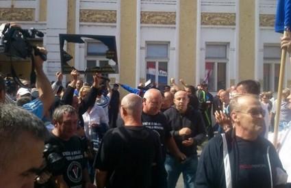 Prosvjedi su na rubu incidenta