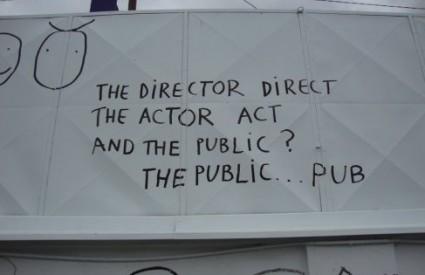 Što radi publika na predstavama?