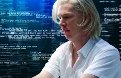 Benedict Cumberbatch kao Assange