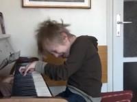 Šašavi osmogodišnji pijanist